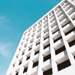 Elewacje budynków użyteczności publicznej