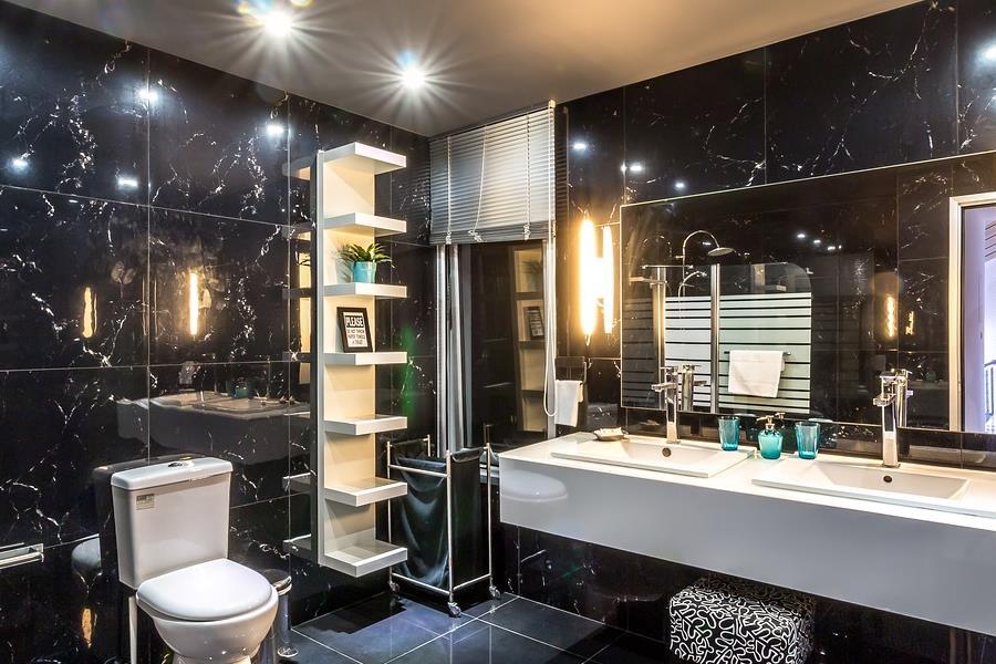 marmurowe wykończenia wnętrza łazienek